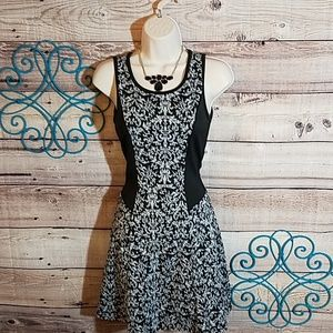 Dresses & Skirts - Sweet & sassy fit to flare dress